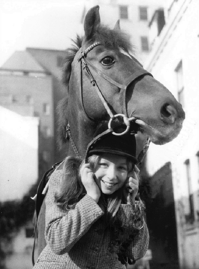 1977-lena-and-her-pony